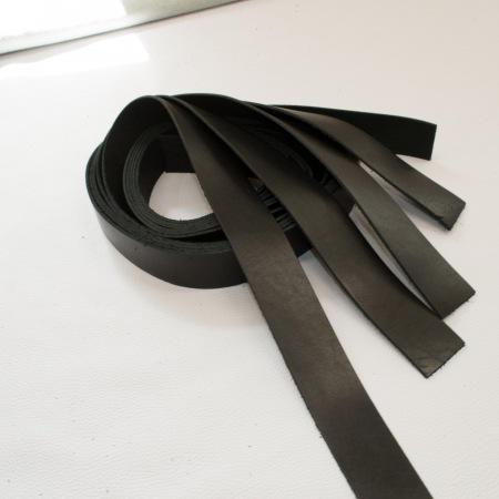 Кожа Ременная заготовка, обработанная с изнанки, черная 3,5+